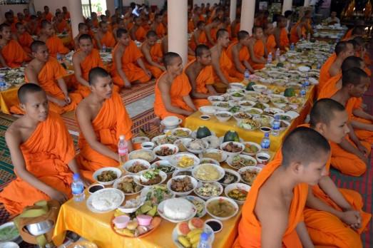 httpwww.sgtravel.netpchum-ben-festival-cambodia.jpg